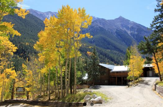 spring-canyon-main-lodge-summer